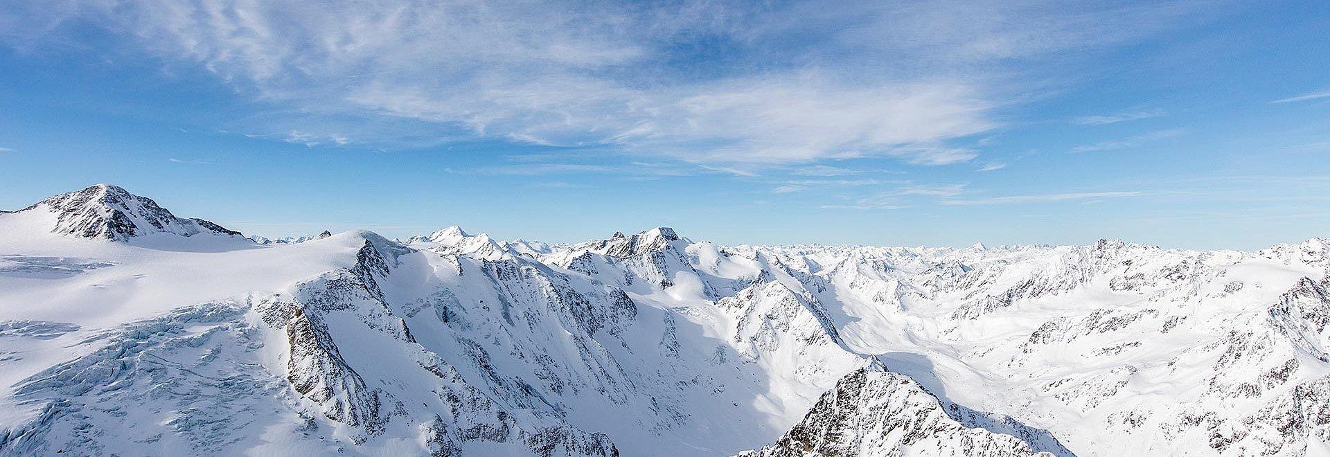 Verschneite Berge Pitztal